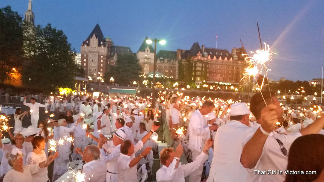 Diner-en-Blanc-Victoria-BC-2015-That-Girl-in-Victoria-Michele-Davis (19)
