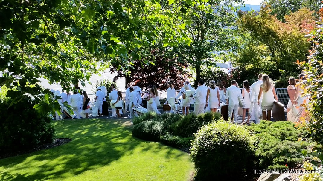 Diner-en-Blanc-Victoria-BC-2015-That-Girl-in-Victoria-Michele-Davis (5)