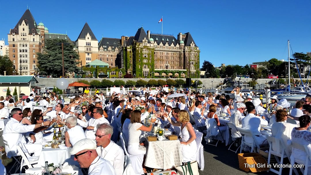 Diner-en-Blanc-Victoria-BC-2015-That-Girl-in-Victoria-Michele-Davis (7)