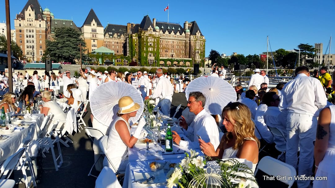 Diner-en-Blanc-Victoria-BC-2015-That-Girl-in-Victoria-Michele-Davis (8)