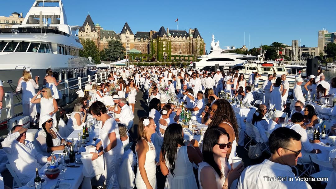 Diner-en-Blanc-Victoria-BC-2015-That-Girl-in-Victoria-Michele-Davis (9)