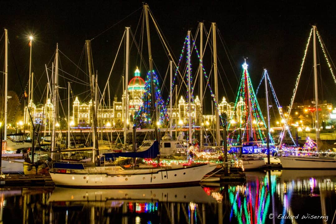 victoria-bc-harbour-christmas
